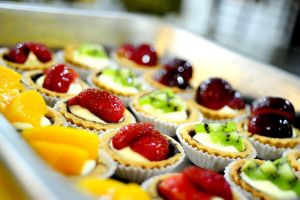 Fruit Tarts by kokweiliang