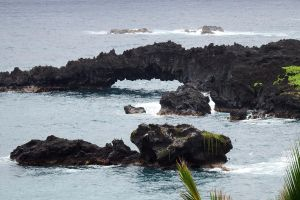 Volcanic arch - Maui by wildplaces