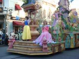 I enjoy Disneyland Soundsational Parade photo 4 by Magic-Kristina-KW