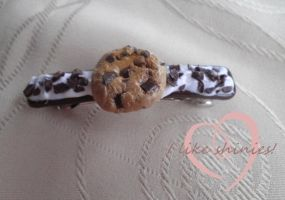 Cookies and cream hair clip by ilikeshiniesfakery