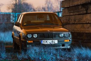 BMW E30 320 by puu4ux
