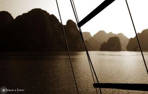 Ha Long Baye by Arnosnail