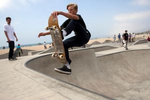Skateboarding by VerinS