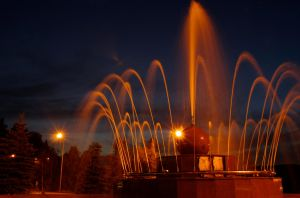 Night fountain by voldemometr
