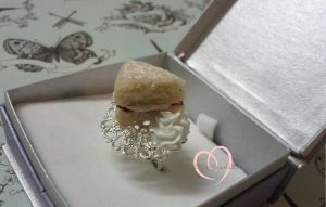 Victorian Sponge Cake ring by ilikeshiniesfakery