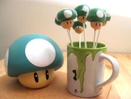 1UP  Mushroom Cake Pops by Lovesmut