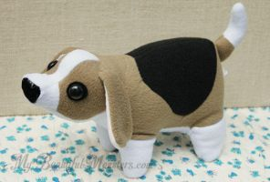 Plush 'Jake' the Beagle by MyBeautifulMonsters