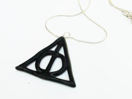 Deathly Hallows Necklace by naga-kkw87