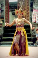 Traditional Balinese Dance by loloniie