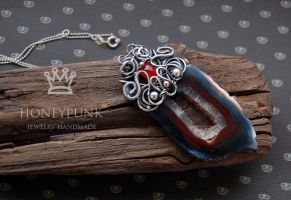 pendant with agate wire work by honeypunk