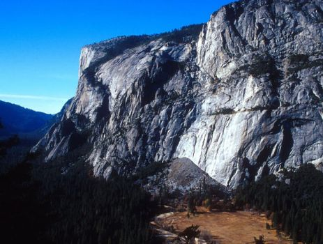 yosemite cliffs by ajuse
