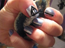 Nail Art- Deathly Hallows by marikob-k