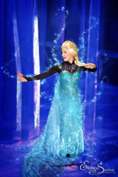 The past is in the past! - Elsa Cosplay by Eressea-sama