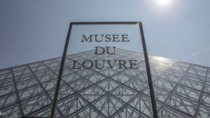 Musee du Louvre by Johnnnw