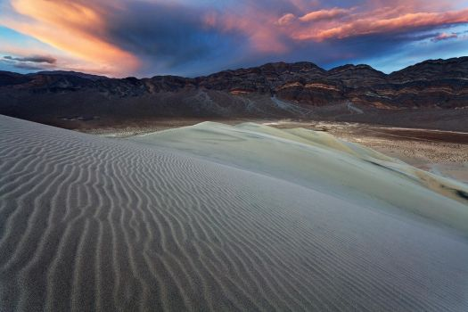 Eureka Dunes Sunset by narmansk8