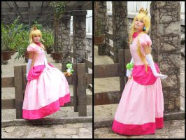 Princess Peach - Super Mario Bros Cosplay by MishiroMirage