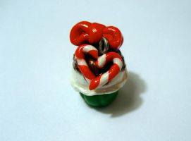 Candy Cane Heart Cupcake by mAd-ArIsToCrAt
