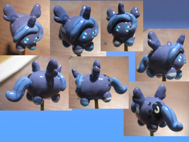 Woona Blob Pony With Socks Figure~ by GrapeFruitPunch