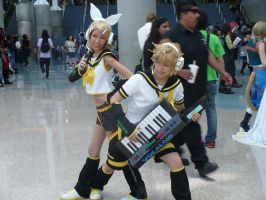 Len and Rin Anime Expo 2009 by 9tailedwolf