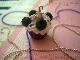 cupcake charm: 4.blueberry by Fraise-Bonbon