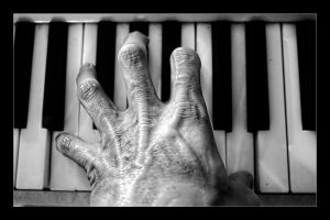 Piano Hand by joelht74