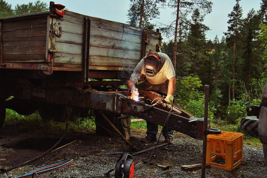 Welding a Hanger by Freewhiler