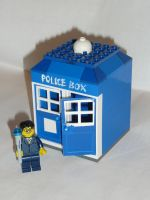 Lego Tardis by BusterVainamoinen