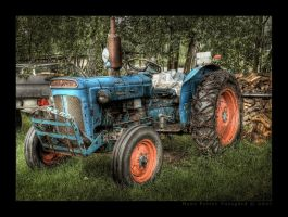 Trusty Old Tractor III by Taragon