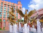 Atlantis Hotel Fountain 32 by aurora900