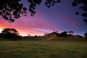 One Tree Hill Sunset by chrisgin