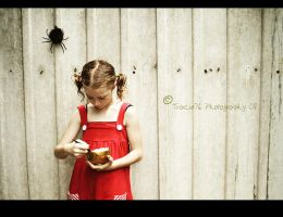 Little Miss Muffet by tracieteephotography