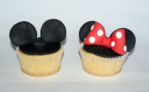 Mickey and Minnie Mouse Cupcake by VPofFantasyland
