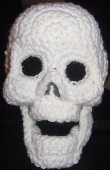 Skull Amigurumi Crocheted Plush by voxmortuum