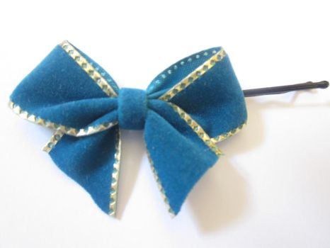 Gold-rimmed blue bow by 1Kamichama