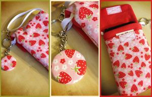 Strawberry Party Purselet - Handmade by Monostache