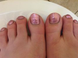 Sparkly pink toes by wittlecabbage