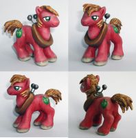 Big Macintosh sculpture by DaOldHorse