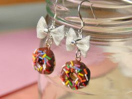 Donut Bow Earrings Chocolate by Madizzo
