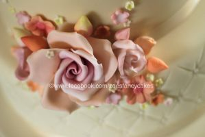 Fancy fondant flower by zoesfancycakes
