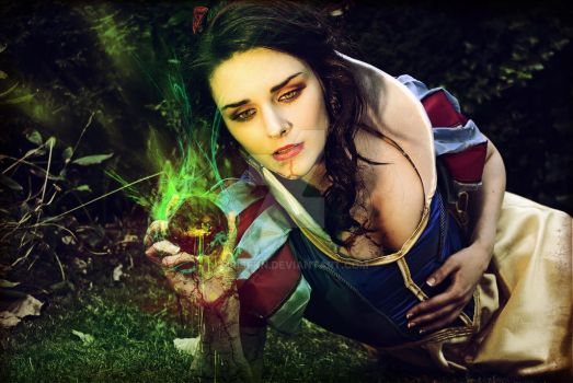 snow white (crackle) by chrisfkn