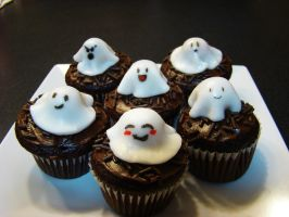 Halloween Cupcakes: Ghosts by xcalixax