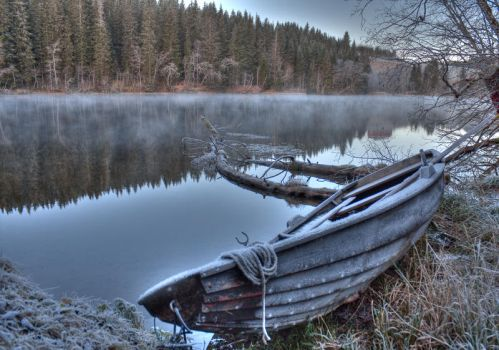 Old boat by Pappa-terror