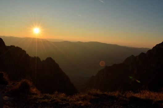 Sunrise in the mountains by OtyMotty