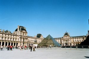 Louvre by SmileyG