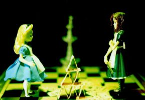 Alice vs Alice by ElenaTria