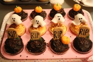 Halloween cupcakes by MichelleHaslam