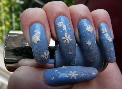 Frosted Snowflake Manicure by soyoubeauty