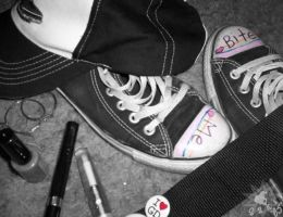 I Wear my Chucks... by Sakiimi
