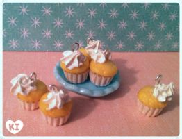 1:12 Miniature Yellow-cake Cupcakes by kicat