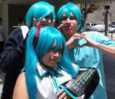 Miku + Mikuo: The Hatsune Family by InuKid